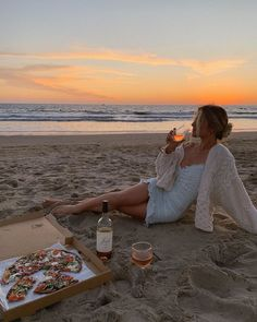 Pizza and beach vibes Summer Vibes, Summer Feeling, Photo Adolescent, Shotting Photo, Best Instagram Photos, Summer Instagram Pictures, Instagram Summer, Insta Pictures, Insta Instagram