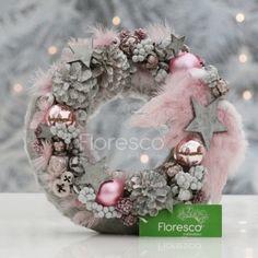 Vánoční věnec na dveře šedorůžový Květinářství Floresco Vyrobila Šárka Pleskačová Hanukkah, Christmas Wreaths, Holiday Decor, Advent, Mountains, Decoration, Photos, Design, Decor