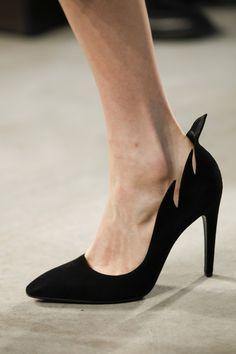 Bottega Veneta Fall 2014 Ready-to-Wear Collection - Vogue Women's Shoes, Fab Shoes, Dream Shoes, Crazy Shoes, Me Too Shoes, Shoe Boots, Black Shoes, Jimmy Choo, Christian Louboutin