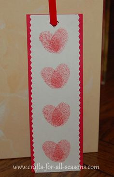 Thumbprint heart bookmark-an easy craft perfect for school age children. Parents will adore this, since the hearts are made using the child's thumbprint. What an excellent and easy gift to give for Valentine's Day! Valentine's Day Crafts For Kids, Valentine Crafts For Kids, Valentines Day Activities, Valentines Day Party, Be My Valentine, Holiday Crafts, Valentine Ideas, Valentine Gifts, Printable Valentine