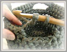 Little Sweet Things: Beschrijving gehaakt zpagetti mandje Make Your Own Clothes, Diy Recycle, Diy Crochet, Crochet Ideas, T Shirt Yarn, Crochet Clothes, Handicraft, Fingerless Gloves, Arm Warmers
