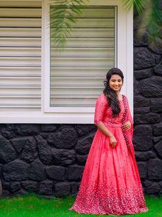 Indian Wedding Gowns, Indian Bridal Sarees, Indian Gowns Dresses, Saree Wedding, Half Saree Lehenga, Lehnga Dress, Anarkali Lehenga, Lehenga Blouse, Kerala Engagement Dress