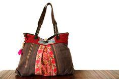 Grand sac ethnique chic fait main et aux motifs floraux inspiré des traditions ancestrales des