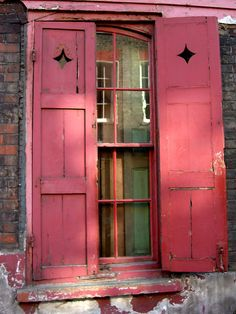 maudjesstyling:a nice pink and love the shutters Old Doors, Windows And Doors, Wooden Windows, Red Shutters, Portal, Window View, Through The Window, Window Boxes, Flower Boxes
