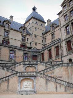 Château+de+Vizille:+Domaine+départemental+de+Vizille+:+escaliers+du+château - France-Voyage.com