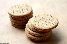 """Švédske bezlepkové sušienky by sme vo švédskej kuchárke našli pod názvom"""" digestivekex"""" ( tráviacia sušienka ) Sú vyrobené z prirodzene bezlepkových jednodruhových múk. Neobsahujú alergény vajec, lepku, sóje, orechov, … Majú neutrálnu chuť a jemnú konzistenciu  Švédske bezlepkové sušienky sú vyrobené z dvoch prirodzene bezlepkových múk a to …"""
