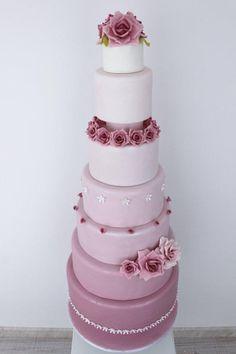pastel de bodas con rosas
