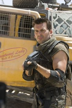 Men, too, can accessorize handsomely - as Carlos Olivera (Oded Fehr) does in Resident Evil: Extinction... ;)