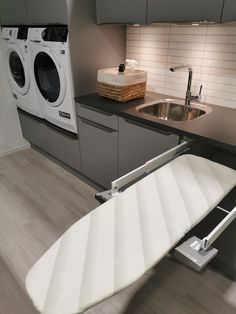 Modern Laundry Rooms, Large Laundry Rooms, Laundry Room Design, Home Room Design, House Design, Laundy Room, Laundry Room Inspiration, Küchen Design, Kitchen Layout