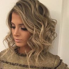 Searching for Sexy Long Bob Hairstyles? There are a plenty of variety of long bob hairstyles are available to style. Here we present a collection of 23 Amazing Long Bob Hairstyles and haircuts for you. Modern Bob Hairstyles, Curly Bob Hairstyles, Curly Hair Styles, Bob Haircuts, Hairstyles 2018, Medium Hairstyles, Ladies Hairstyles, Chic Hairstyles, Layered Hairstyles