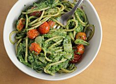 Creamy spinach spaghetti with roasted tomatoes. Made with Greek yogurt and avocado for a healthy version!