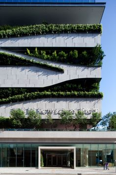 The architects from Aedas designed a building in Hog Kong which includes housing, offices, retail spaces and a car park. The facade is customized with suspended planters which purify the air and also have a greening effect on the neighborhood.
