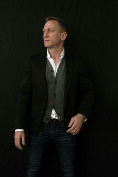 daniel-craig-suits-in-spectre