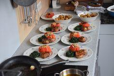 Von Kuechenereignisse.com   Kalbsmedaillons mit Spinat und Ochsenherztomaten aus dem Ofen