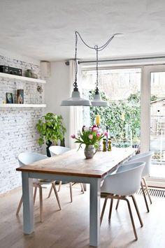 salle à manger scandinave, meuble style scandinave, papier peint briques