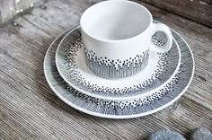 Adore this beautiful dinner set from Etsy