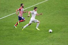 It may surprise you that neither Cristiano Ronaldo nor Arjen Robben are in the top three, here in this list of top 10 fastest football players in the world Gareth Bale Speed, Gareth Bale Wife, Neymar, Fastest Football Player, Football Players, Messi Soccer, Soccer Stadium, Steven Gerrard, Zinedine Zidane