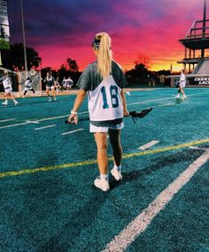 athletic hairstyles for sports lacrosse New Balance Damen, Bag Essentials, Teen Wolf, Athletic Hairstyles, Sport Hairstyles, Surf, Soccer Pictures, Summer Goals, Field Hockey
