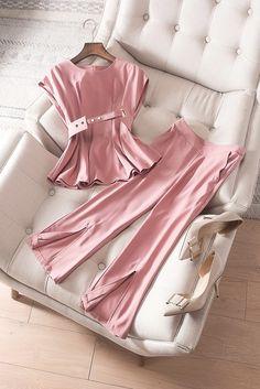 Suit Fashion, Hijab Fashion, Fashion Dresses, Fashion Looks, Classy Outfits, Beautiful Outfits, Girl Outfits, Girls Fashion Clothes, Girl Fashion