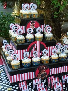 Another awesome party from the talented Mom Angie who did this party , remember? I really think Angie should go professional. Pirate Baby, Pirate Birthday, Birthday Fun, Birthday Parties, Birthday Ideas, Pirate Food, Pirate Cupcake, Pirate Wedding, Cowboy Party