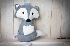 "Spieluhren - Bio Spieluhr ""Filou der Fuchs"" Frottee grau/Bleu - ein Designerstück von Banda-di-Monelli bei DaWanda Newborn Gifts, Baby Gifts, Baby Toys, Homemade Stuffed Animals, Fox Stuffed Animal, Baby Zimmer, Fox Pattern, Gifts For New Parents, Natural Baby"