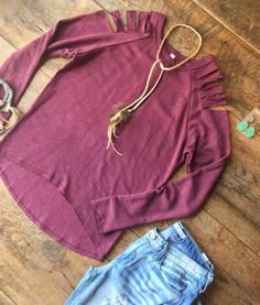 Loving this casual destroyed cold shoulder. #fallfashion #thatcolorthough #jewelry #newarrival #savannah7s