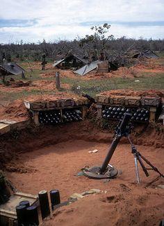 Mortar pit Le Fong Forrest 1967 via James Ellis Vietnam History, Vietnam War Photos, American War, American Soldiers, Paintball Field, My War, North Vietnam, Fortification, Vietnam Veterans