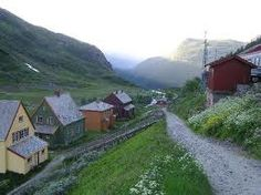 Norway - mountains, greenery and log cabins