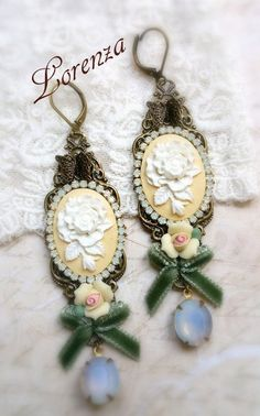 Pastel yellow roses shabby victorian cameo earrings de la boutique lorenza33 sur…