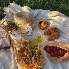 Picnic Date, Summer Picnic, Beach Picnic, Cute Food, Good Food, Yummy Food, Comida Picnic, Suculentas Diy, Brunch