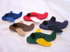 Felt Airplane Finger Puppets   Fun Family CraftsFun Family Crafts