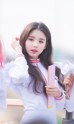 170312; LOONA ♡ Heejin South Korean Girls, Korean Girl Groups, Asian Woman, Asian Girl, Wubba Lubba, Rabbit Colors, Olivia Hye, Sooyoung, Bright Pink