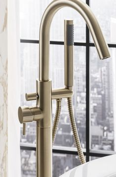 Uniting design ingenuity with everyday practicality, the MPRO collection delivers the very best in brassware engineering for the bathroom. Bath Taps, Bathroom Taps, Bathroom Interior, Modern Bathroom, Blush Bathroom, Tranquil Bathroom, Bathroom Trends, Bathroom Ideas, Standing Bath