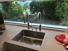 Sink, Home Decor, Water Dispenser, Things To Do, Products, Taps, Sink Tops, Vessel Sink, Decoration Home