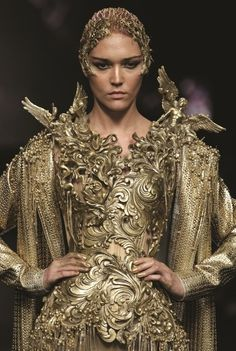 """Tex Saverio """"Midas"""" Haute Couture Collection on Dewi Fashion Knights during Fashion Week in Jakarta in 2012 Funky Fashion, Fashion Art, High Fashion, Fashion Design, Fashion Models, Moda Funky, Style Funky, Alexandre Mcqueen, Jakarta Fashion Week"""