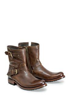 La puntera de tus botas puede tener un índice de elevación de hasta 14 grados. Más allá de ese umbral la policía podría detenerte. #Sendra #Boots #Botas #Man #Cowboy #Trend
