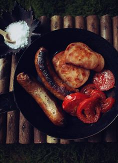 Scene from The Fellowship of the Ring when the hobbits decided to fry up some bacon, sausage, and tomatoes.