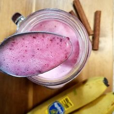 """34 Likes, 4 Comments - THAITALIAN COOKBOOK (@thaitaliancookbook) on Instagram: """"Sweety Pink Smoothie . . The combination of Banana Beets Almond milk Almond Butter and a pinch of…"""" #healthysmoothy #smoothie"""
