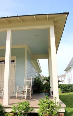 Southern Style: Haint Blue Porch Ceilings on the New Orleans Northshore - TrippaLuka Style Paint Colors For Home, House Colors, Haint Blue Porch Ceiling, Blue Shades Colors, Porch Styles, Creole Cottage, Porch Paint, Traditional Porch, New Orleans Homes