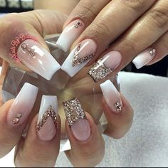 Anziehsachen Hochzeitsnägel What To Do About Hair Loss After Pregnancy After the baby is born, thoug Glam Nails, Hot Nails, Fancy Nails, Bling Nails, Gold Glitter Nails, Beauty Nails, Fabulous Nails, Gorgeous Nails, Pretty Nails