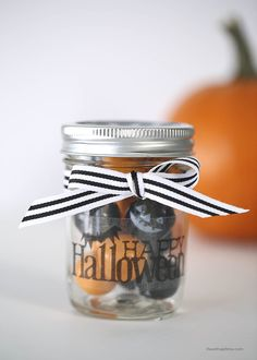 Simple and cute Halloween gift idea on iheartnaptime.com #Halloween #crafts