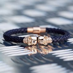Pur swag avec #Northskull http://everythinghiphop.fr/bracelet_northskull_twin_skull_bleu_marine_nappa_en_cuir__18_carat_or_rose.html  #luxe #streetwear #bijoux