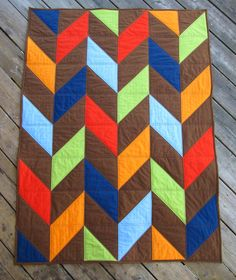 Our Busy Little Bunch: easy HST quilt tutorial. Triangle Quilt Tutorials, Quilting Tutorials, Quilting Designs, Eclectic Quilts, Braid Quilt, Half Square Triangle Quilts, Modern Quilt Patterns, Baby Cribs, Tuesday