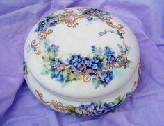 """Exceptional Vintage 1900's France Limoges Hand Painted """"Violets"""" 7-1/8"""" Dresser Box"""