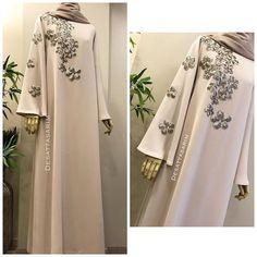 Robe hijab Diy Crafts For Home diy christmas crafts at home Niqab Fashion, Modest Fashion, Fashion Dresses, Style Fashion, Abaya Designs, Muslim Dress, Hijab Dress, Abaya Style, Muslim Women Fashion