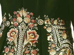 Detail embroidery of back panel of Frockcoat, c.1795, Canada, silk (uncut velvet, embroidery), cotton (lining); Sewn (hand). © McCord Museum