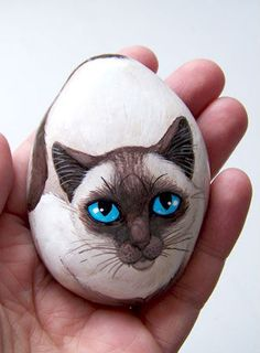 47 Unique Diy Painted Rock Ideas For Your Home Decoration If You Re A Rock Painting Beginner This Site Is For You It Contains A Helpful Rock Painting Guide And Tips You Need To Get Started Rock Painting Today Rockpainting Rockpaintingideas Paintedrocks Pebble Painting, Pebble Art, Stone Painting, Diy Painting, Painted Rock Animals, Hand Painted Rocks, Painted Pebbles, Painted Stones, Stone Crafts