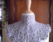 Tour de cou gris clair style Victorien ! : Echarpe, foulard, cravate par le-crochet-de-anne http://www.alittlemarket.com/echarpe-foulard-cravate/tour_de_cou_gris_style_victorien_-6286737.html