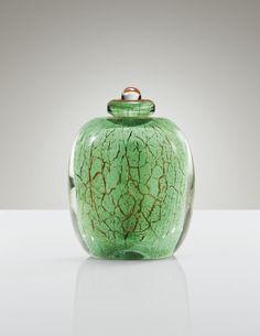 MAURICE MARINOT 1881 - 1960 FLACON, 1924 verre transparent partiellement bullé à décor interne craquelé vert et rouge, avec bouchon Signé marinot à l'acide au revers de la base et numéroté 847 sur une ancienne étiquette en papier Hauteur : 12,4 cm (4 3/4 in.)