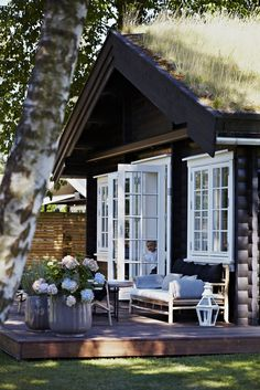 French doors to raised deck - Norwegian cottage Cozy Cottage, Cottage Style, Garden Cottage, Cottage Porch, House Porch, Lake Cottage, Cottage Living, Cabins And Cottages, Home Fashion